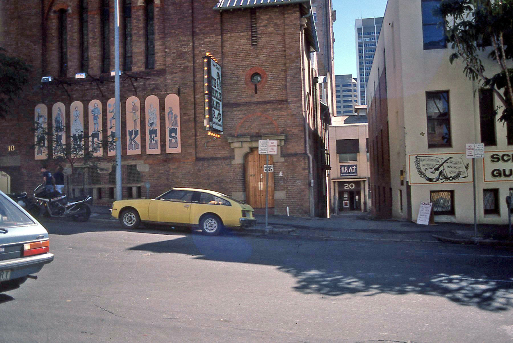 THAT Space entrance at 20 Charlotte Street July 1985 Exhibition signage for Jo Williams and Ellie Nielsen Exhibition to right of laneway entrance on Charlotte Street Photo: Dianne Heenan